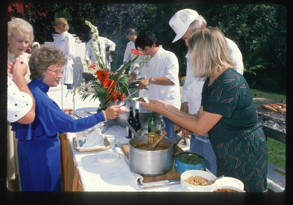 betty-estelle-backyard-dinner